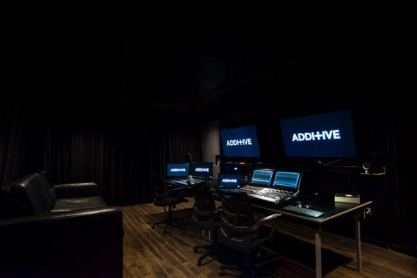 ADDITIVE Add an MA3 Compact XT and MA3 command wing and launch their Previs Studio